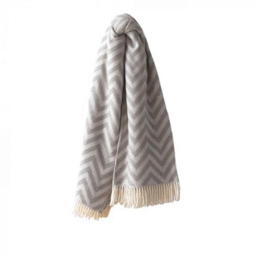 Světle šedý pléd s podílem bavlny Euromant Chevron, 140x180cm
